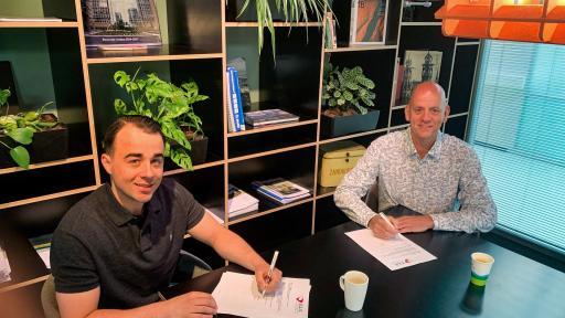 Trots!! Stan Lutz tekent een vast dienstverband bij BV Intersell