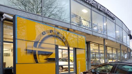 Verbouwing Opel garage Janssen van Kouwen Huizen
